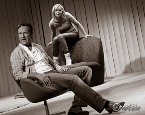 """Helmut Zierl und Saskia Valencia in """"Gut gegen Nordwind"""". Photo: Anders Balari"""